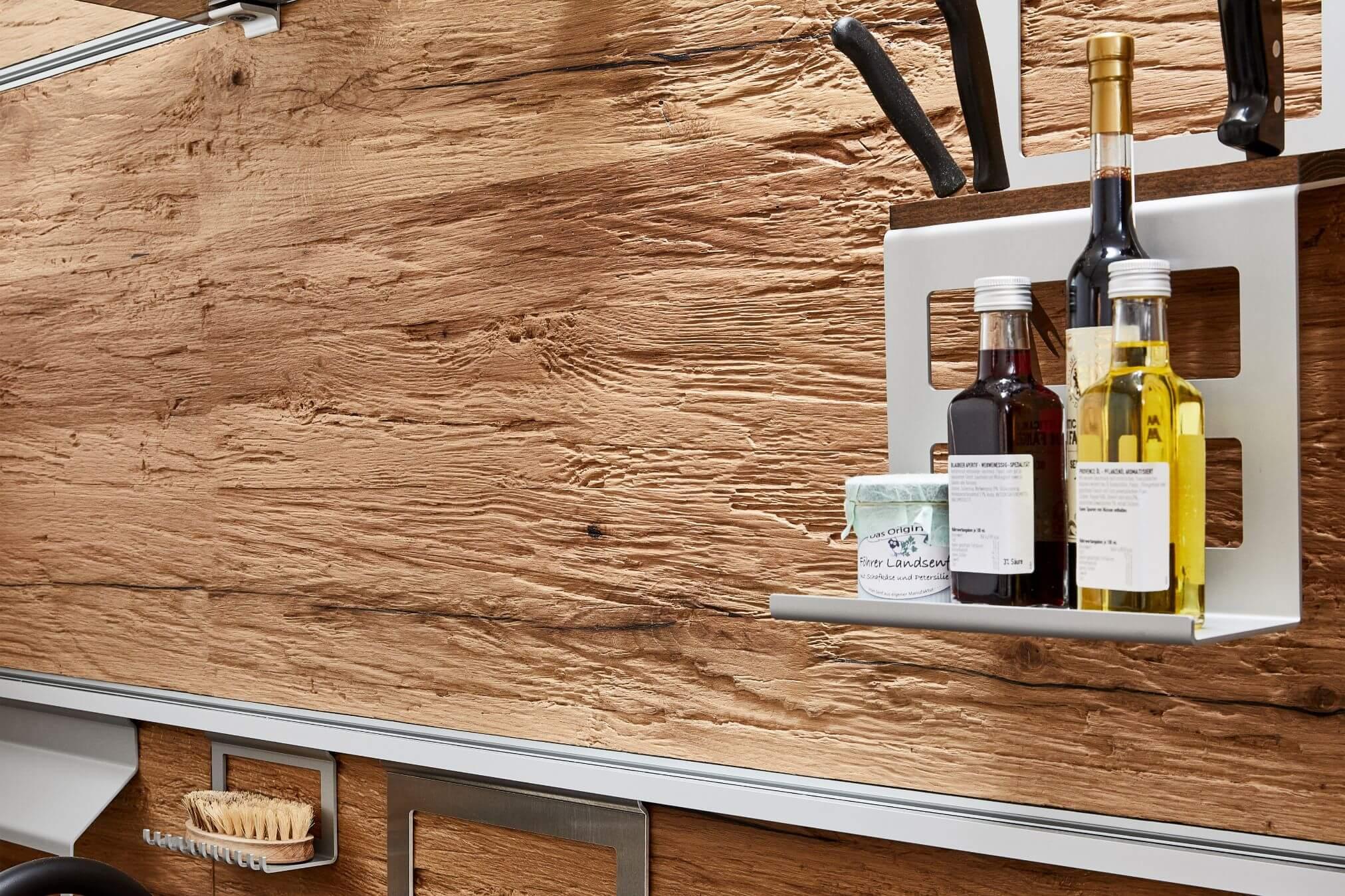 Chopped-Wood-Küche-Altholz-bearbeitet.